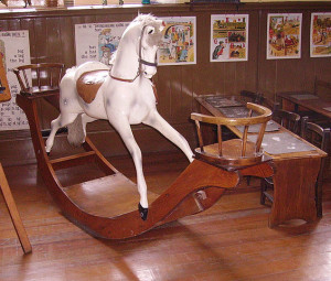 565px-Class_room_with_rocking_horse_in_the_Beamish_Museum_01