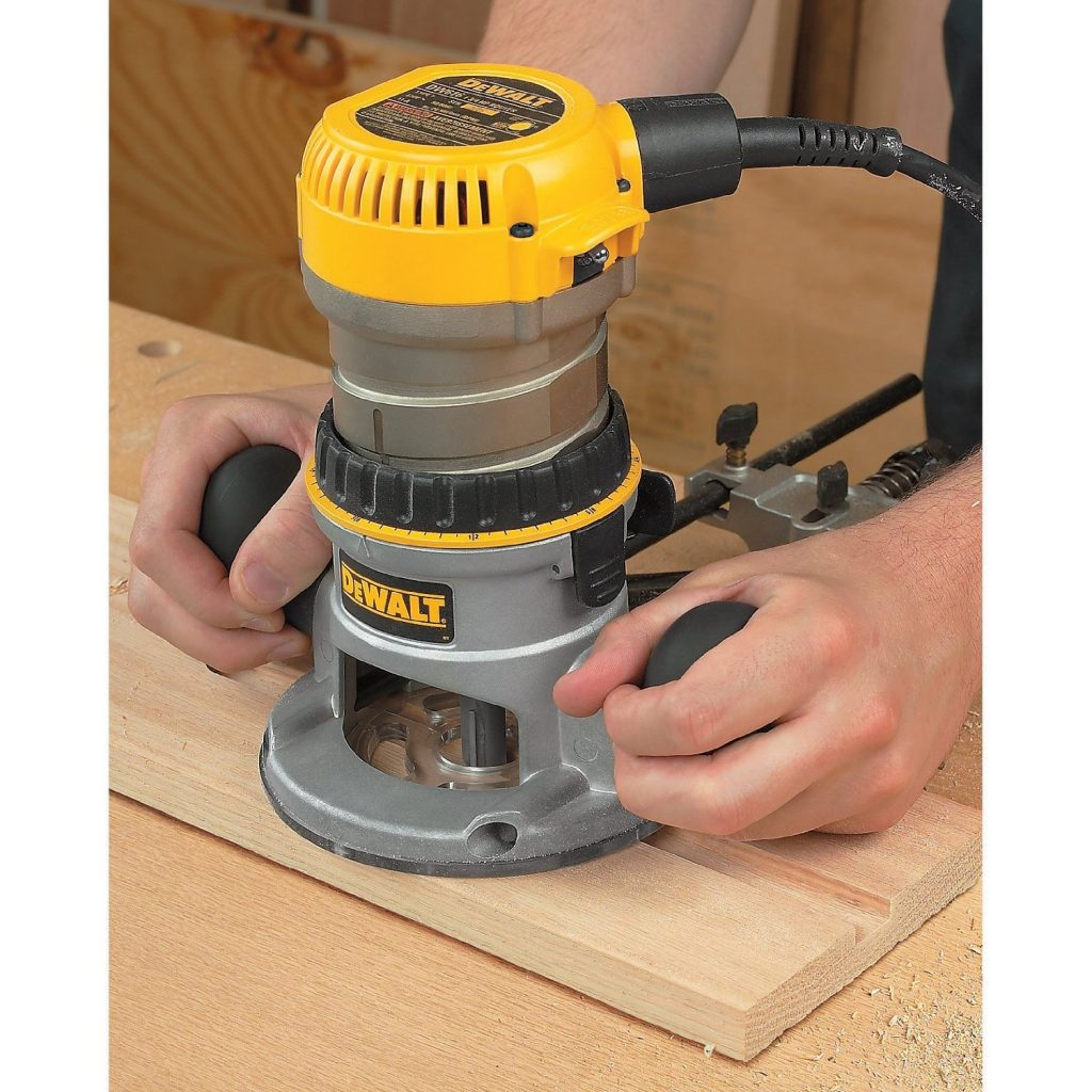 Dewalt dw616 1 34 horsepower fixed based router review think woodwork this router from dewalt has been made to allow easy servicing the steel motor cam lock as well as quick release motor latches make it convenient for users greentooth Gallery